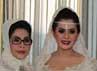 Syahrini berpose bersama keluarga di hotel sebelum berangkat ke lokasi pernikahan.(Herianto Batubara/detikcom)