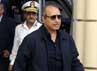 Mantan Menteri Dalam Negeri Mesir, Habib al-Adly berjalan meninggalkan ruang sidang. Dalam peridangan tersebut, hakim juga menjatuhkan vonis penjara seumur hidup kepada Adly. Mantan Menteri Dalam Negeri Mesir itu juga diadili atas kasus pembunuhan para demonstran, sama seperti Mubarak. Reuters/Stringer.