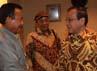 Penekenan MoU Pakubuwono XIII Hangabehi dan Pakubuwono XIII Tedjowulan yang dihadiri Gubernur Jawa Tengah Bibit Waluyo dan petinggi Golkar Akbar Tandjung berjalan lancar. Ramses/detikcom.