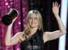 Jennifer Aniston menerima piala Best on-screen Dirtbag lewat peran di Horrible Bosses. Reuters/Mario Anzuoni.