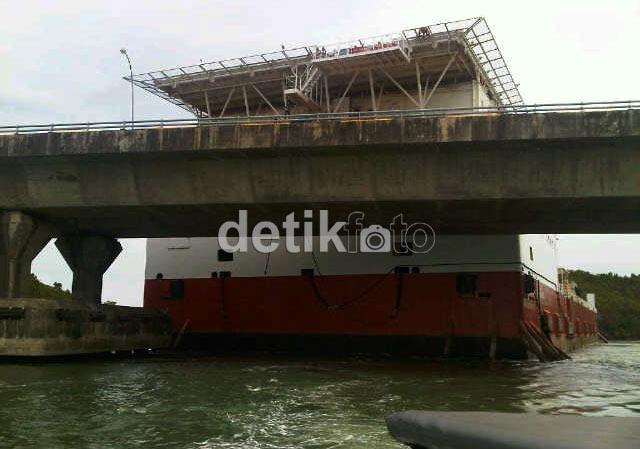 Jembatan Barelang 6 Batam Dihantam Kapal