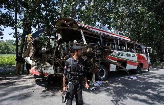 Bus Dihantam Bom, 18 Orang Tewas