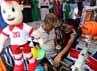Deman sepak bola EURO 2012 membuat penggemar sepak bola mencari kaos tim dan mug negara kesayangannya.