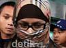 Neneng Sri Wahyuni (berkerudung) keluar dari gedung KPK seusai diperiksa 1x24 jam oleh penyidik di Gedung KPK Jalan Rasuna Said, Kuningan, Jakarta, Kamis (14/6). Ramses/detikcom.