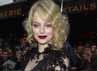 Anggunnya si pirang Emma Stone dengan gaun hitam dan bibir merah. Pascal Le Segretain/Getty Images.