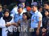 Sebelumnya pesawat Fokker-27 milik TNI AU jatuh di Kompleks Rajawali, Jalan Branjangan, Halim, Jakarta Timur, pukul 14.45 WIB. Jatuhnya pesawat itu bernomor register A 2708 buatan tahun 1977 menewaskan 11 orang. Agung Pambudhy/detikcom.