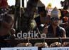 Warga Batak memainkan alat musik mengiringi penari. Gede Suardana/detikcom.