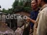 Untuk sementara warga yang rumahnya hancur, ditempatkan di rumah dinas TNI AU. Agung Pambudhy/detikcom.