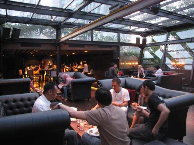 Makan Enak Ditemani Musik di FABLE Lounge & Dinning