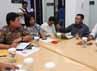 Kordinator Kontras Haris Azhar beraudiensi dengan Anggota Komnas HAM Ridha Saleh (baju batik). Kontras meminta penembakan dan kekerasan di Papua dihentikan.