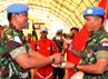Komandan FHQSU Kolonel Adm Dharmawan Bhakti mewakili Komandan UNIFIL menyerahkan trofi juara umum kepada Satgas Indobatt. Kejuaraan bulutangkis tersebut diikuti oleh 11 tim dari 9 negara yaitu Ghana, Prancis, Italia, Irlandia, Spanyol, Malaysia, India, Nepal, dan Indonesia. (Puspen TNI).