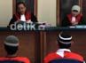 Setelah ditunda dua kali yaitu 12 Juni 2012 dan 26 Juni 2012, hakim akhirnya membacakan vonis untuk kedua terdakwa.