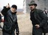 Bale sedang berdiskusi dengan sutradara Zhang Yimou. (Row 1 Entertainment).