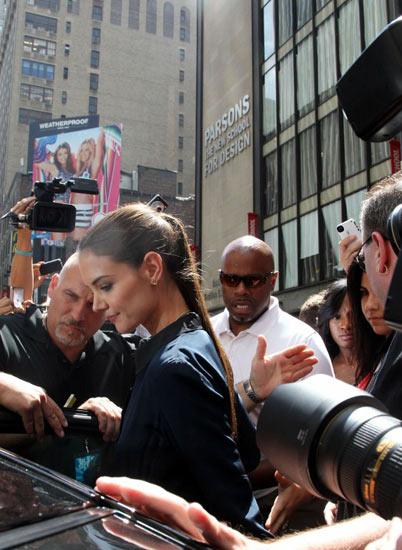 Penampilan Perdana Katie Holmes Pasca Gugat Cerai Tom