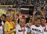 Itu adalah titel Copa Libertadores pertama Timao sekaligus membuat mereka menjadi juara baru turnamen. REUTERS/Paulo Whitaker.