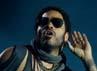 Kepiawaian Lenny bermain gitar dan bernyanyi memang tak perlu disangsikan lagi. Carlos Alvarez/Getty Images.