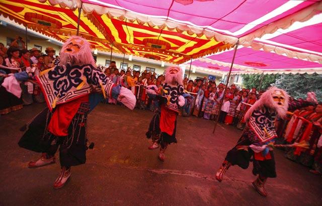 Warga Tibet Sambut 77 Tahun Dalai Lama