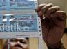 Panitia PPS menunjukan kartu pemilih di Kelurahan Menteng, Jakarta.