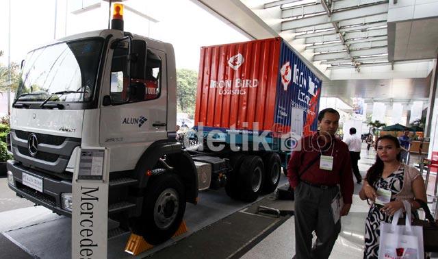 Truk-truk Pengangkut Mejeng di JCC