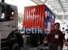 Truk-truk besar menghiasi halaman depan JCC Senayan, dalam pameran Inasal-Inachem 2012 yang berlangsung 11-13 Juli.