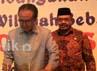 Menteri Kelautan dan Perikanan Sharif C. Sutardjo menandatangani pakta Pembangunan Zona Integritas menuju Wilayah Bebas Korupsi , disaksikan oleh Menteri Pendayagunaan Aparatur Negara dan Reformasi Birokrasi (Menpan) Azwar Abubakar (kanan) dan anggota Ombudsman RI Pranowo Dahlan (kiri).