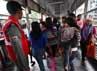 Warga memadati Halte Dukuh Atas, Jakarta. Untuk mengurangi kepadatan di Halte Dukuh Atas, BLU TransJ menyediakan rute tambahan ke Ragunan. Rute-rute itu adalah dari Grogol-Ragunan dan dari Pulogadung-Ragunan.