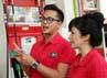 Ussy dan Andhika sedang mensosialisasikan BBM (Bahan Bakar Minyak) non subsidi bagi mobil plat merah. (Komario Bahar/detikHot).