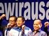 Ketua Umum Partai Demokrat Anas Urbaningrum (kedua dari kiri), didampingi Menteri Negara Koperasi Dan Usaha Kecil Menengah Republik Indonesia Sjarifuddin Hasan (keempat dari kanan), bersama para deklarator dari beberapa kelompok kewirausahaan, turut mendeklarasikan Gerakan Kewirausahaan Kelompok Strategis, di Jakarta, Senn (16/07).