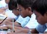 Mereka tampak asyik belajar dan menggambar. (Temmy Haryanta)