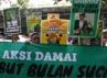 Mereka juga membawa berbagai poster dan spanduk. (dok Barisan Pemuda Salafunassholeh)