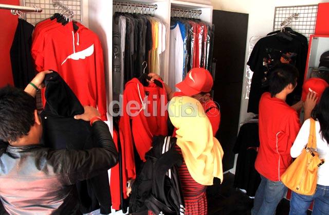 Jelang Bebas, Fans Serbu Merchandise Ariel