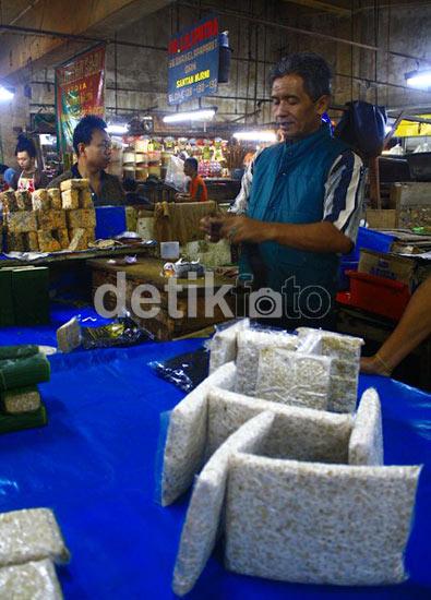 Pedagang di Bandung Masih Jualan Tahu Tempe
