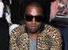 Motif leopard itu tidak hanya eksis di kalangan selebriti perempuan saja. Terbukti Kanye West mengenakan jaket bermotif leopard saat menghadiri Paris Fashion Week di Perancis pada 4 Maret 2011. Pascal Le Segretain/Getty Images.