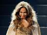 Jennifer Lopez tampil menggoda dengan kostum bercorak leopardnya saat tampil di American Music Awards 2011. Kevork Djansezian/Getty Images.
