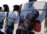 Massa akhwat KAMMI membawa poster yang menampilkan gambar penderitaan muslim Rohingya di Myanmar. (M Nur Abdurahman/detikcom).