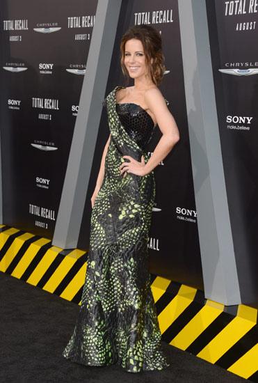 Kate Beckinsale Dililit Ular