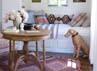Kamar ini biasanya digunakan oleh anak perempuan Reese. Seperti ruangan lainnya, kamar ini sangat bernuansa vintage. (dok. ELLE Decor)