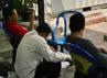 4 polisi berpakaian preman berjaga di depan kontainer. Kehadiran 4 orang yang menunggui kontainer itu memang memancing pertanyaan. Sehari-hari tidak pernah ada petugas berjaga 24 jam di sekitar lokasi itu. (Ramses/detikcom).