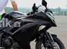 Manager Marketing Promotion PT Kawasaki Motor Indonesia Freddyanto Basuki berpose dengan anak emasnya yang baru. Ninja injeksi 250. Syubhan Akib/detikOto.