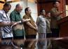 Menko Polhukam, Djoko Suyanto,  menggelar jumpa pers terkait  hal tersebut di Jakarta (4/8)  untuk mencoba menengahi  polemik yang terjadi.