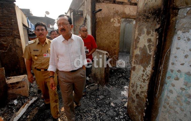 Ikut Prihatin, Foke Kunjungi Korban Kebakaran