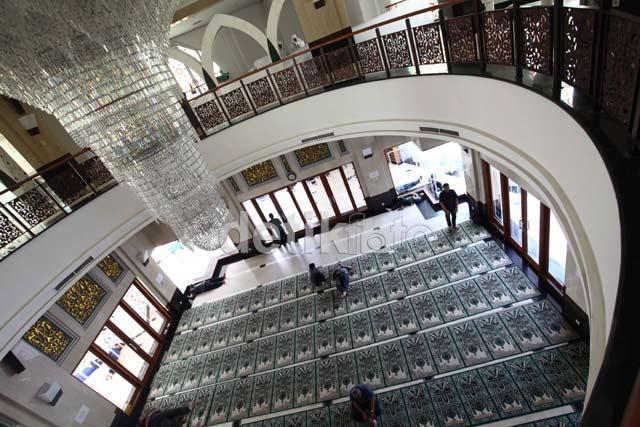 Ini Dia Masjid Mewah Hasil Saweran 7.000 Hakim
