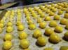 Dari industri rumahan ini, bisa dihasilkan sekitar 100 toples kue perhari.