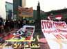 Massa dari PKS menggelar aksi damai untuk Rohingya di bundaran Hotel Indonesia, Jakarta.