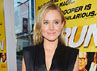 Kristen Bell tampil simple dengan jumpsuit berwarna hitam. (Alberto E. Rodriguez/Getty Images).