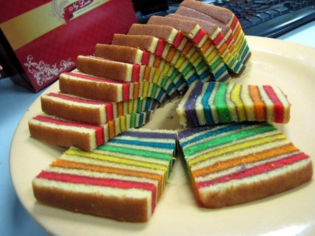 Uniknya Lapis Legit Rainbow Ny. Liem