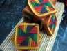 Cantiknya motif lapis legit rainbow ini tentu membutuhkan ketelitian dalam penyusunan mozaiknya. (Fitria Rahmadianti/Detikfood)
