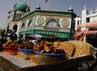 Warga Muslim di kota ini kebanyakan berprofesi sebagai pedagang.