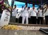 Fauzi Bowo berdoa di depan makam KH Zainuddin MZ.