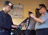 Mudji memeriksa laras senapan serbu yang disiagakan di pos markas  Detasemen C Brimob Bone.